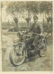Piet Boekhout op de motor
