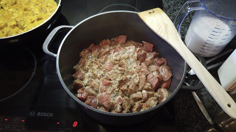 het vlees aanbraden